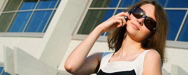 Telefonla Konuşan Kız
